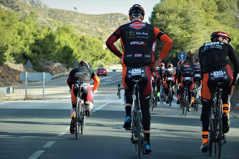 Nu het nieuwe wielerseizoen nadert gaat er ook opnieuw gestart worden met  groepstrainingen georganiseerd door de ploeg 32a5ab92b